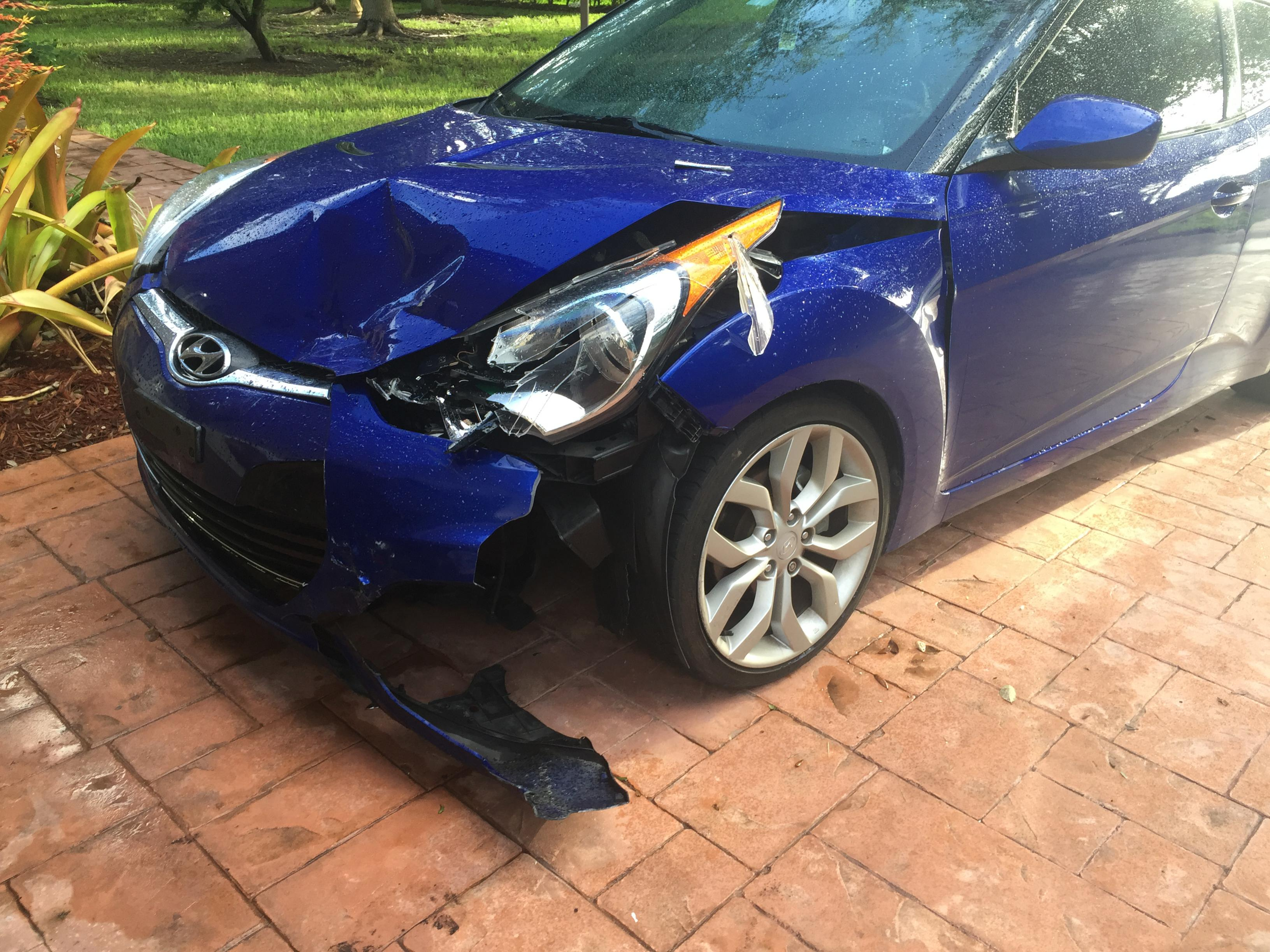 Veloster in head on collision image2 jpg