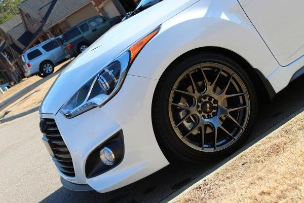 Showcase cover image for Elite White Veloster Turbo Ultimate M/T