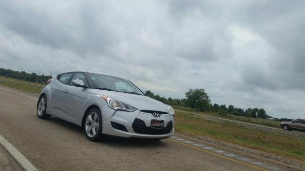 Showcase cover image for rjames_ii's 2015 Hyundai Veloster NA
